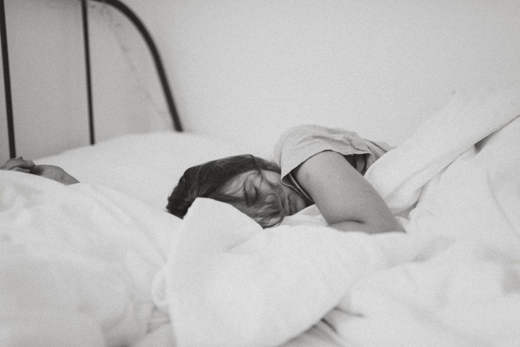 zaśnięcie w soczewkach