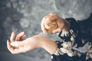 Perfumy damskie – nuty zapachowe, które podkreślają kobiecość