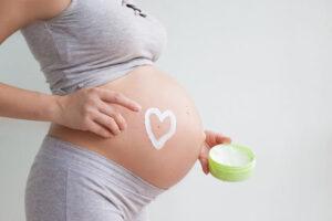 Czym kierować się przy wyborze kosmetyków dla kobiet w ciąży?